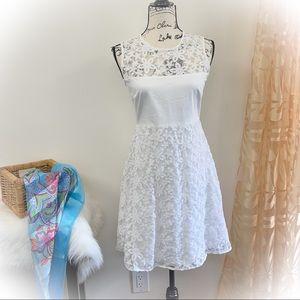 💕Beautiful White Calvin Klein Dress Floral Lace💕